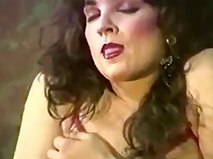 Retro Shemale Venus Showing Off